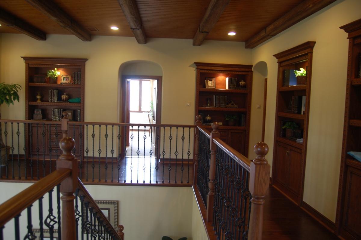 美式风格别墅楼梯栏杆效果图