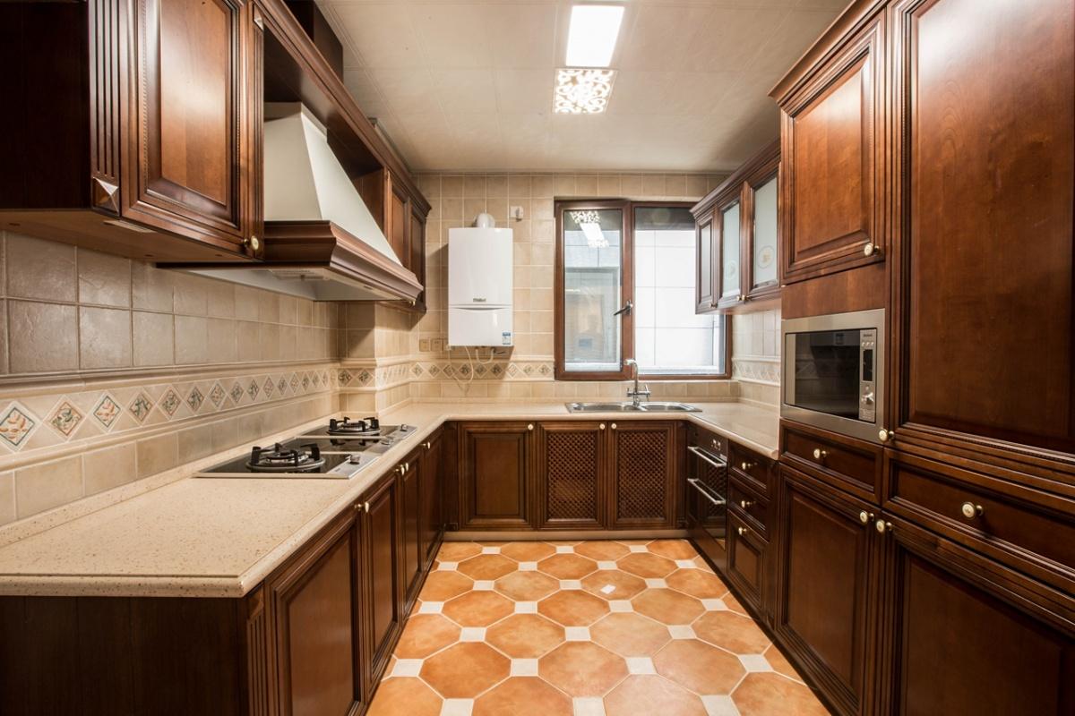 欧式风格厨房实木橱柜装修效果图