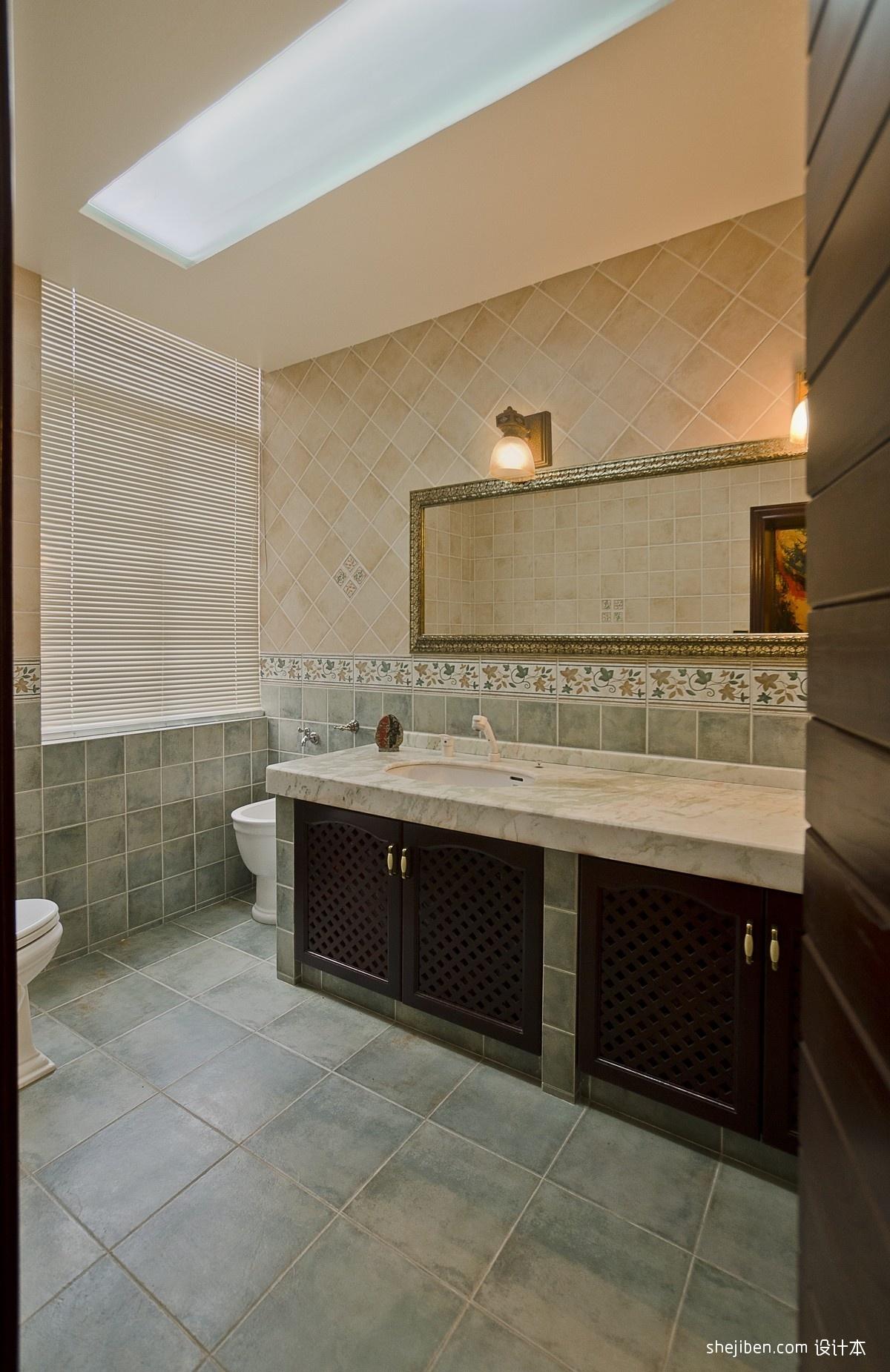 2013美式风格别墅家用次卫生间吊顶防滑瓷砖镜子装修效果图高清图片