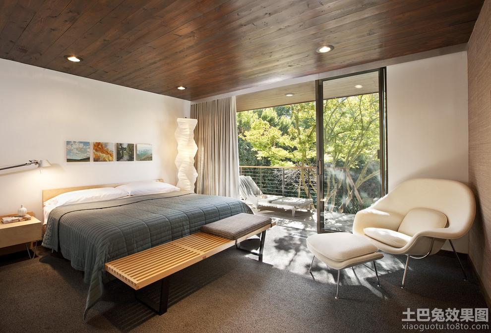 带阳台卧室桑拿板吊顶效果图高清图片
