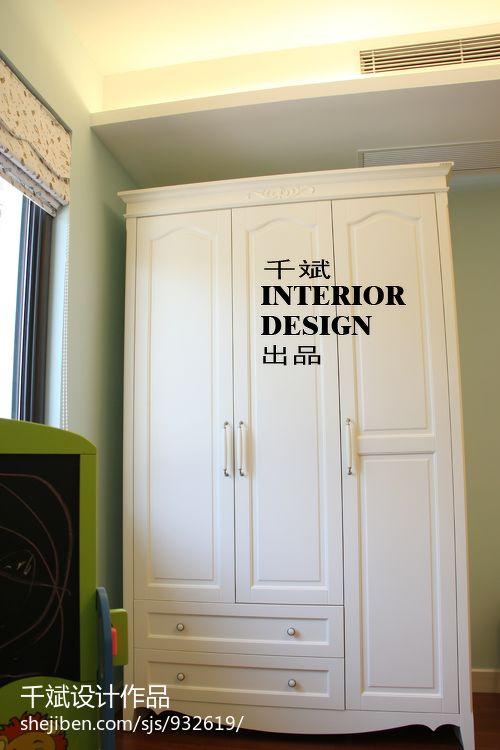卧室衣柜三开门装修效果图