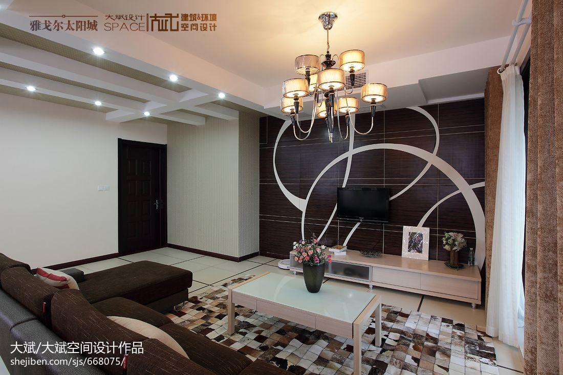 客厅木质电视背景墙设计