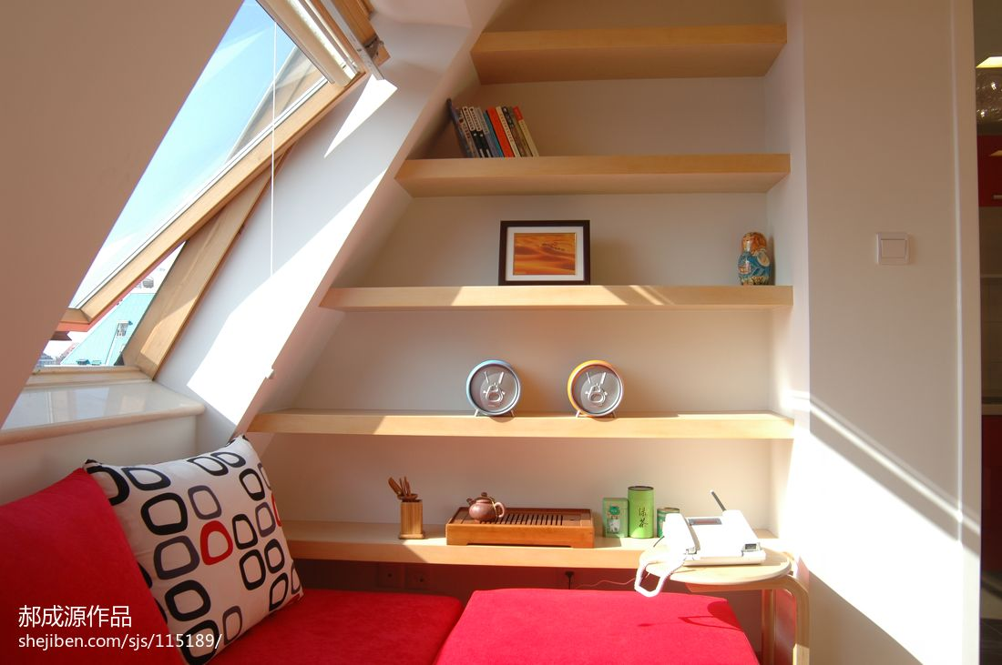 小户型斜顶阁楼装修设计图 - 九正家居装修效果图