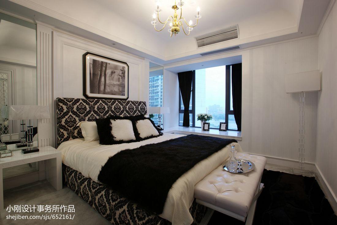 现代风格主卧室飘窗装修效果图