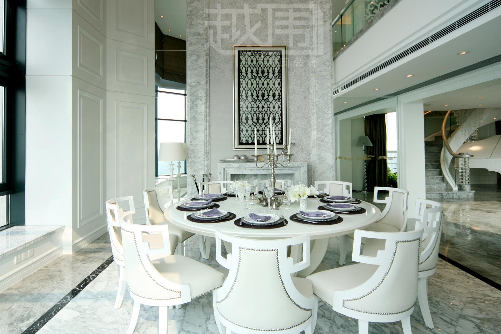 欧式风格餐厅圆形餐桌装修效果图