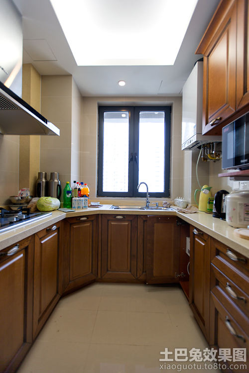 u型厨房装修实木橱柜效果图