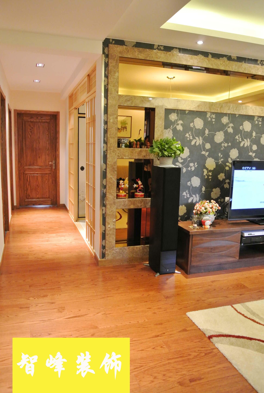 现代风格过道木地板装修效果图欣赏