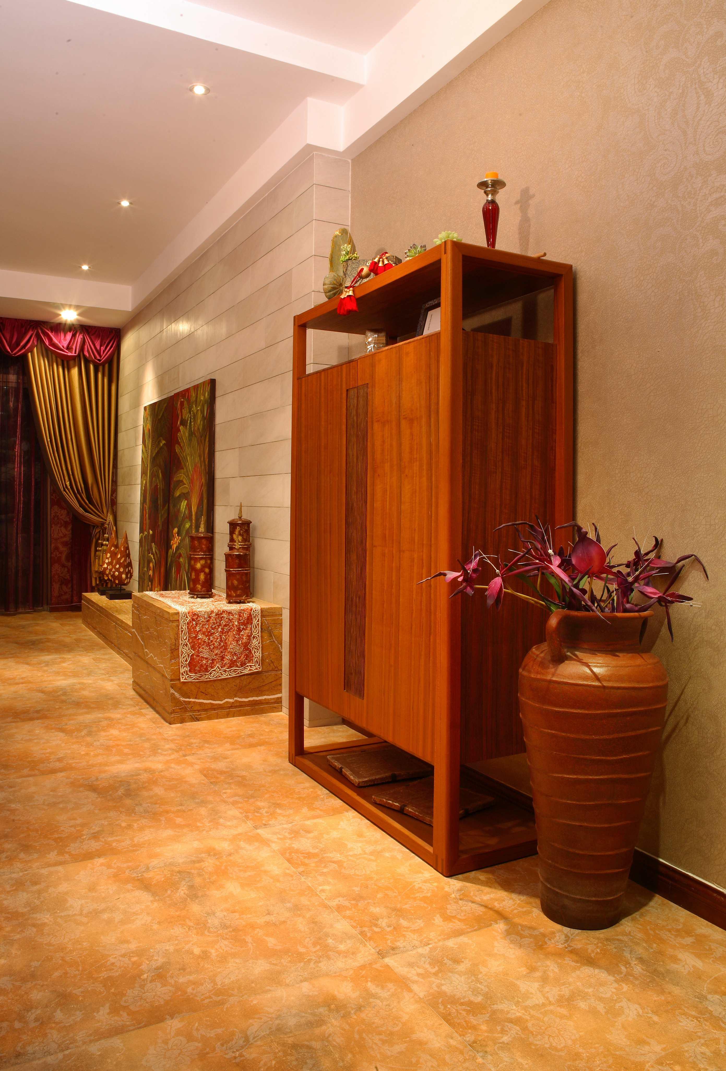 家居室内实木装饰柜效果图