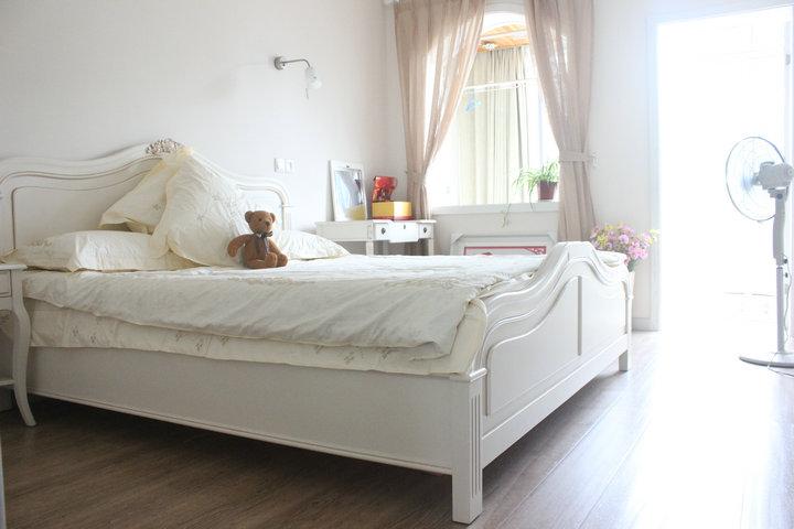 欧式卧室床摆放效果图片