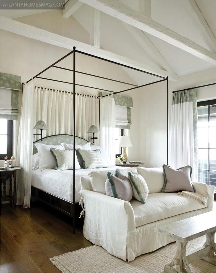 简约风格斜顶阁楼卧室装修效果图