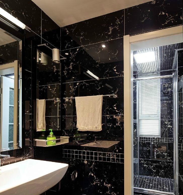 现代简约卫生间黑色瓷砖墙面效果图 - 装修效果图