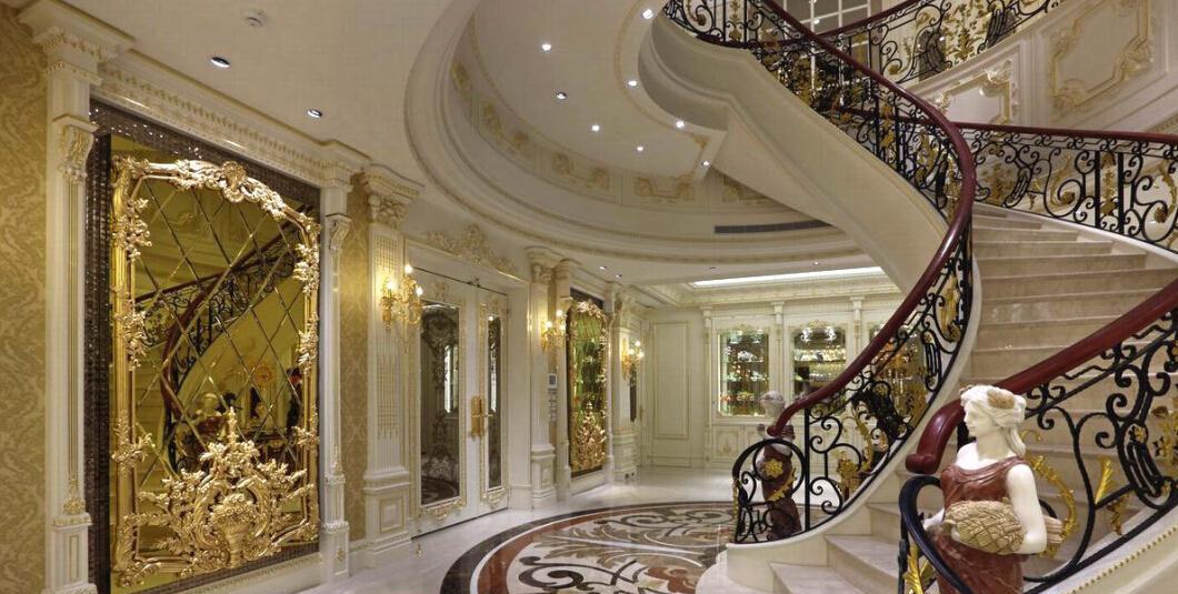 别墅旋转直梯设计复式欧式客厅
