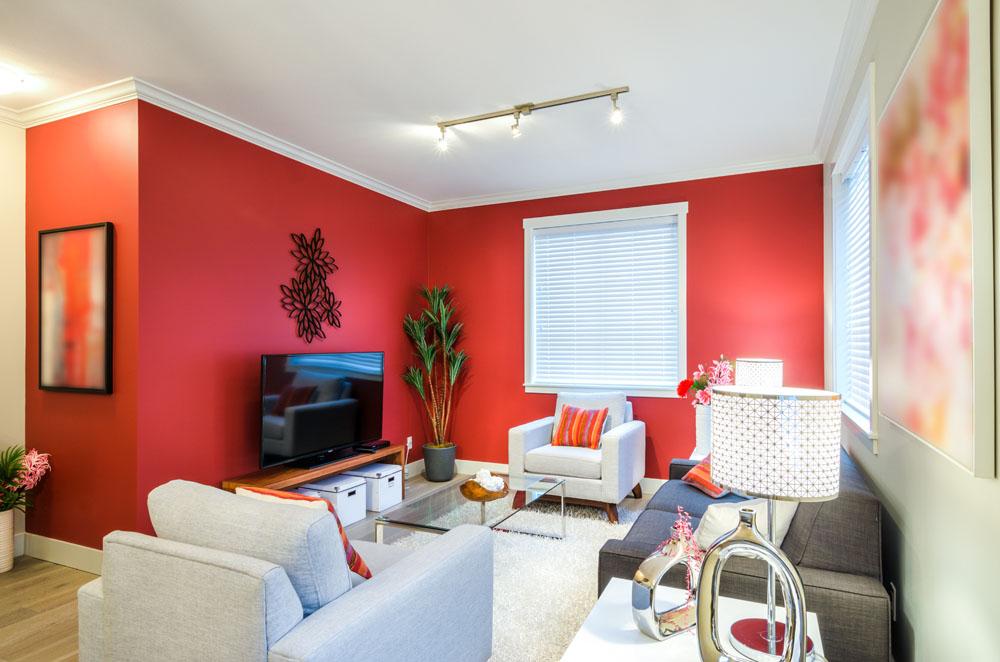 暖色系小居室客厅设计图片