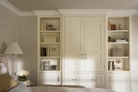 白色定制整体衣柜