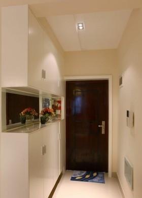 小户型玄关实木门装修图片