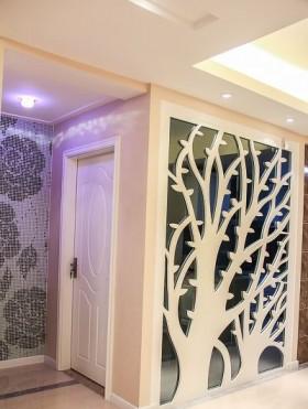 现代家庭进门玄关实木门装修效果图