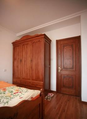 美式风格实木卧室衣柜装修效果图