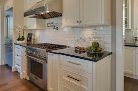 淡雅气质欧式风格三室一厅欧式厨房装修效果图设计欣赏