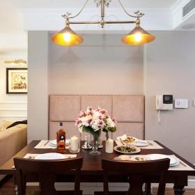 经典美式二居室餐厅灯具装饰图