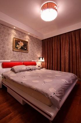 终于到了卧室,卧室的台灯和吸顶灯也是我自己选购的。