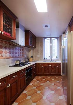 大厨房,红棕色的实木橱柜就是很鲜艳的美式风格代表。
