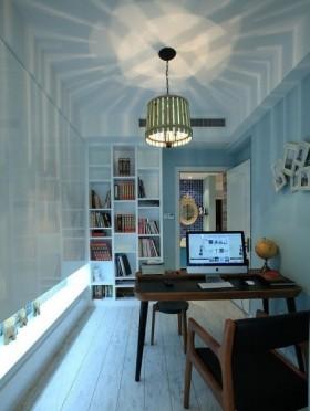 书房的整个空间均用绿色的乳胶漆装饰,让办公的环境舒