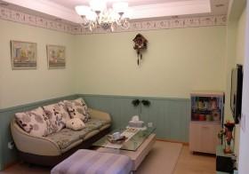 客厅,放了张单色的纯羊毛地垫。桌旗也换了薄款的配一