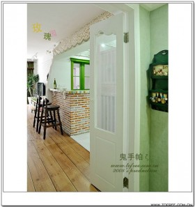 为了夏天空调不浪费,玄关和餐厅做了个小双门,这地方
