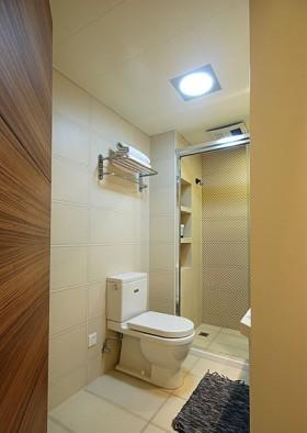 卫生间的马桶,以及淋浴房……