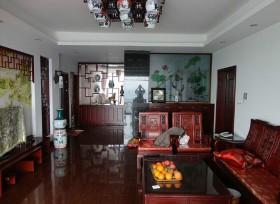 为了搭配古典的家具装饰,主人特意选购了青花瓷花样的