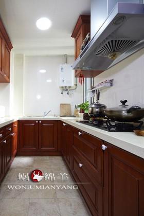 厨房,实木橱柜。
