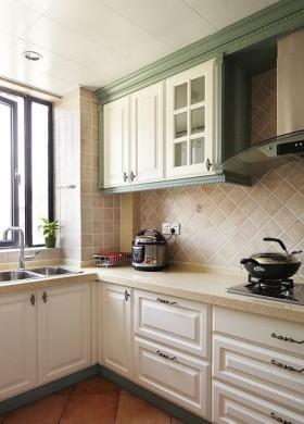 厨房,同样是实木橱柜,只是把颜色换成了白色~