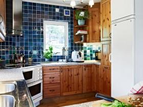 橱柜大都以实木制作而成,不仅实用而且美观。