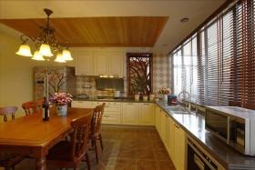开放式厨房和餐厅,是有原来的厨房、餐厅和一个小杂物