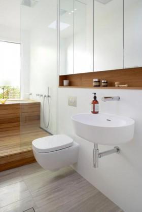现代简约卫生间洁具用架子隐藏水箱和地方提供的洗浴用品