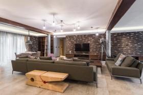 客厅里的沙发和电视图片